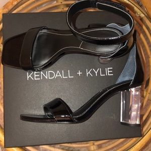 Kendall+Kylie Blk Patent leather clr block heels